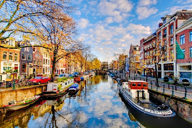 ve-may-bay-gia-re-tu-ha-noi-di-amsterdam-10-10-2018-2