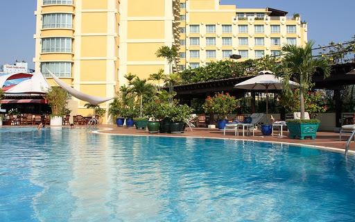 hồ bơi tại khách sạn new world sài gòn